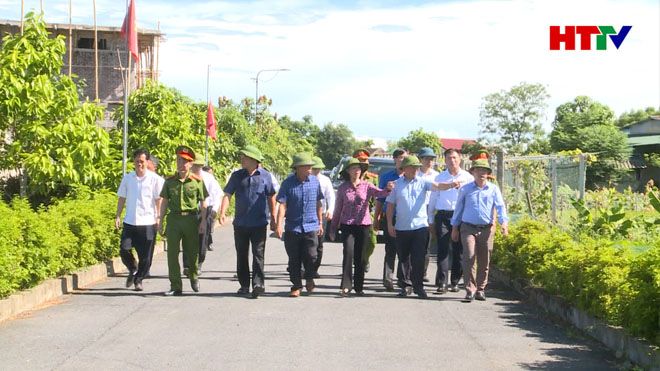Trưởng Ban Dân vận Trung ương tham quan xã NTM Tượng Sơn
