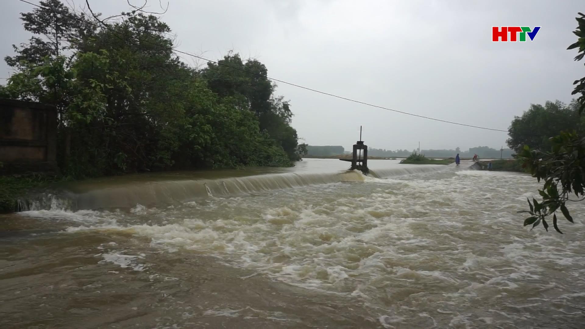 Hương Khê mưa lũ làm nhiều xã bị ngập sâu