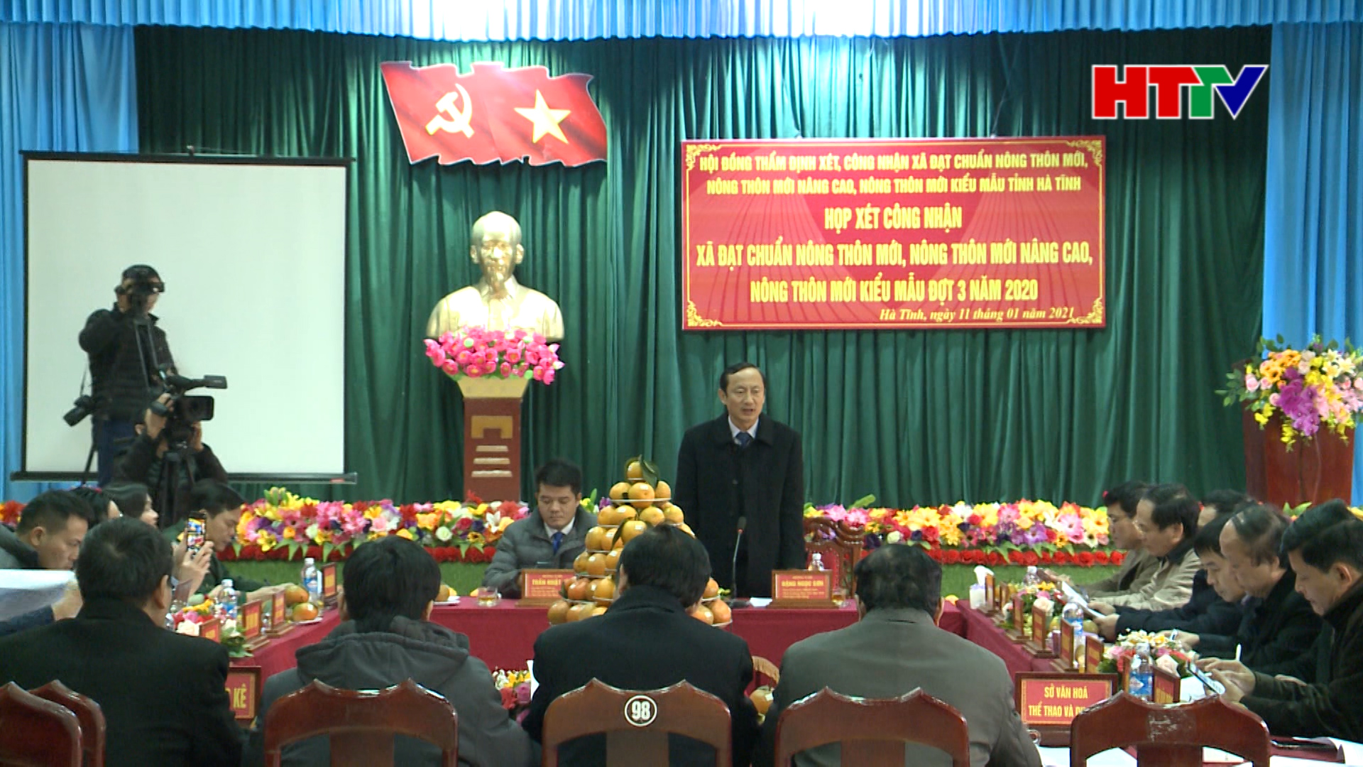 Chủ tịch UBMTTQ tỉnh Trần Nhật Tân và Phó Chủ tịch UBND tỉnh Đặng Ngọc Sơn chủ trì cuộc họp.