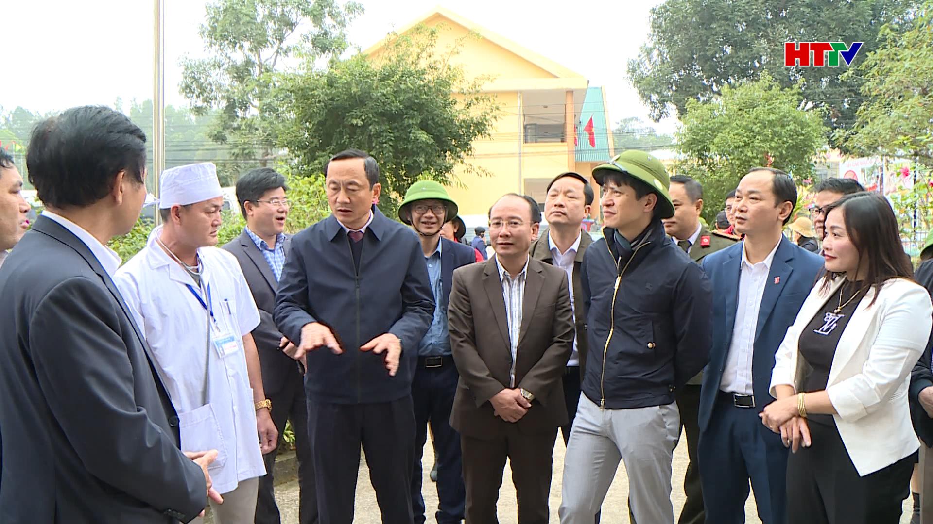 Cùng đi có đại diện các bộ, ngành liên quan. Về phía tỉnh ta có đồng chí Đặng Ngọc Sơn – Phó Chủ tịch UBND tỉnh.